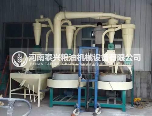 双组石磨面粉机符合农村来料加工厂的要求